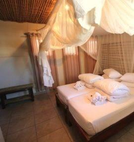 Namibia_Okaukuejo-Camp_IMG_1728-double-room-b-haape-20111-270x285[1]