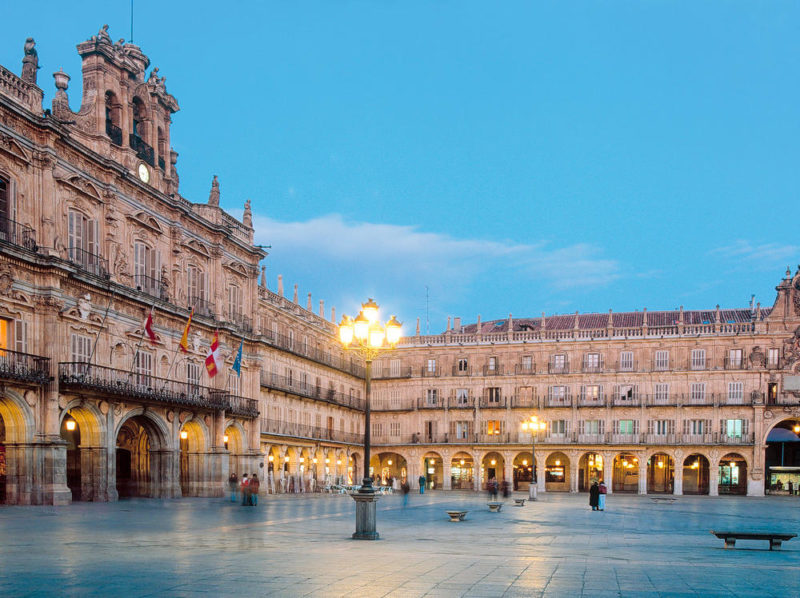 Plaza Major in Salamanca - Turespaña - © TurespaÒa