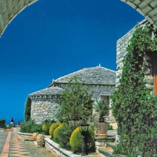 Kastelinnenhof in Vlora - Darek Wylezol