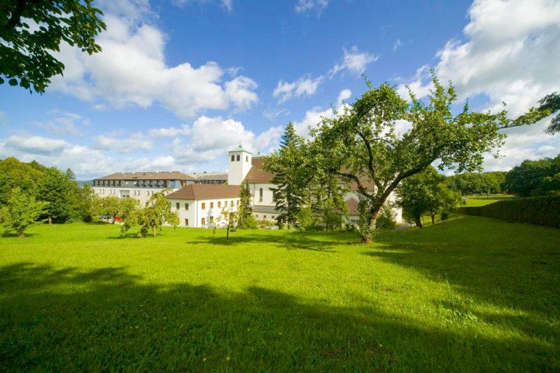 Außenansicht Kloster St. Josef - Jean-Pierre Gillardin