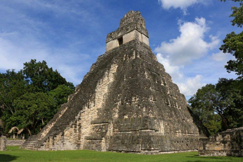 Beeindruckender Tempel in Tikal