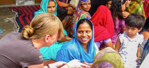 Übergabe der gespendeten Nähmaschinen - Sanshil Projekt