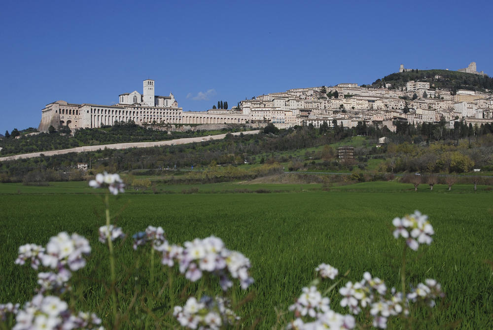 Assisi mit der Doppelbasilika San Francesco - Gerd Thiel