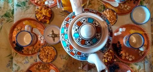 Teezeremonie in der Karawanderei - Behzad Marvie