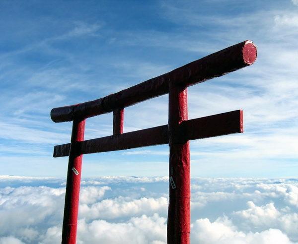 Shintoistisches Tor auf dem Gipfel vom Fuji-san