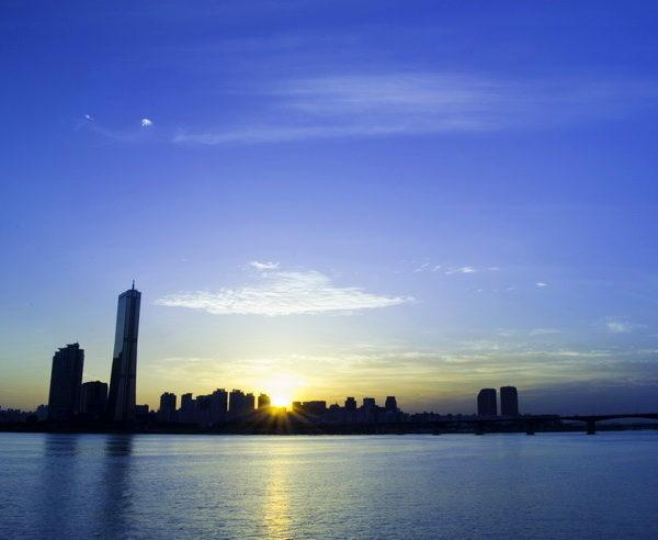 Skyline von Seoul bei Sonnenuntergang