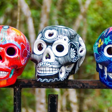 Fröhliche mexikanische Totenköpfe