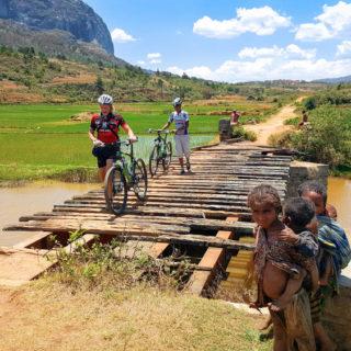 Auf dem Weg nach Ambalawao - Martin Müller (Natur Bike SL)