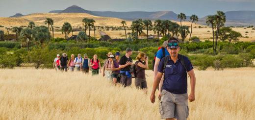 Wandergruppe bei Palmwag - Paul Sutton
