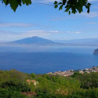 Blick von Sant'Agata auf Sorrent und zum Vesuv - Frank Niemeier