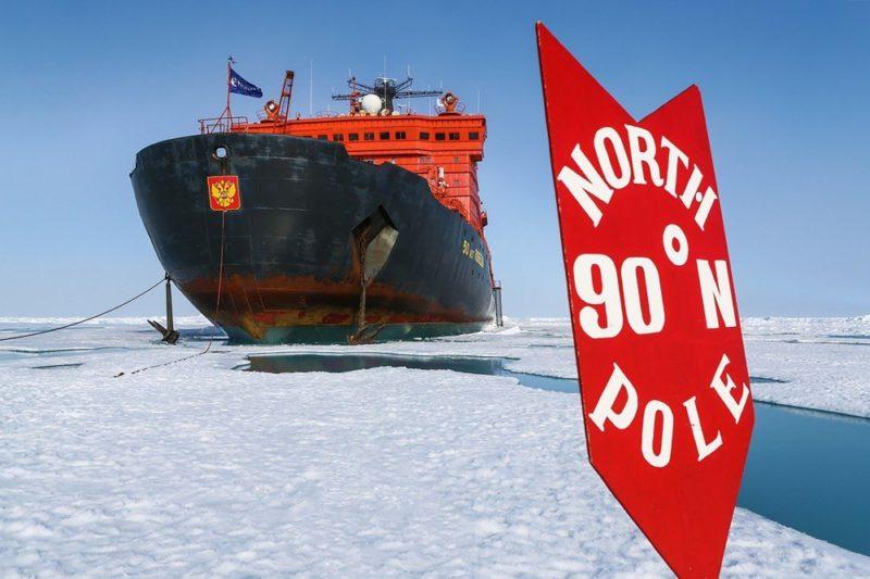 Am legendären Nordpol und die Victory im Hintergrund