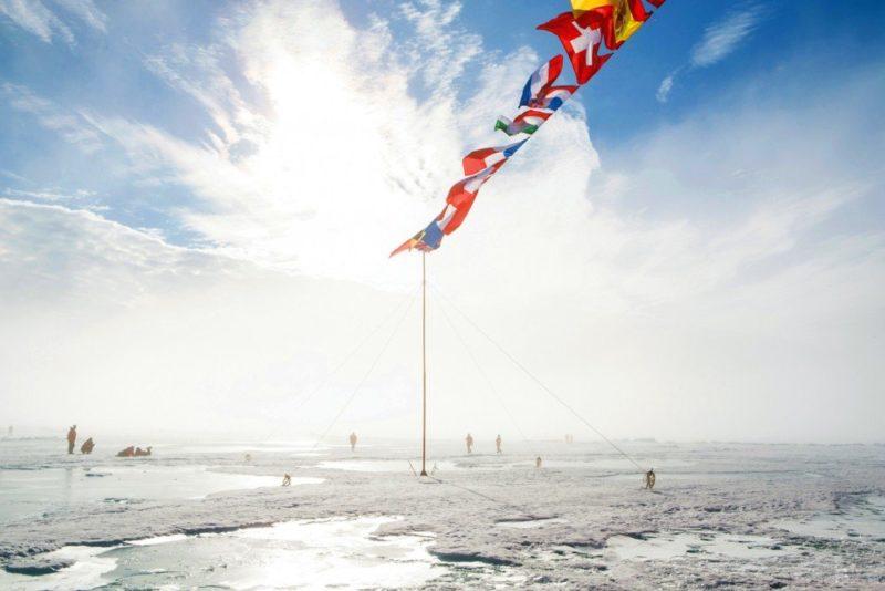 Fahnen am Nordpol