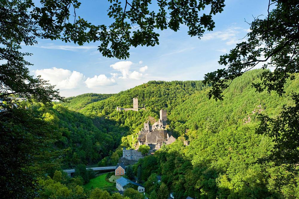 Blick auf die Manderscheider Burgen - Dominik Ketz - © Rheinland-Pfalz Tourismus GmbH
