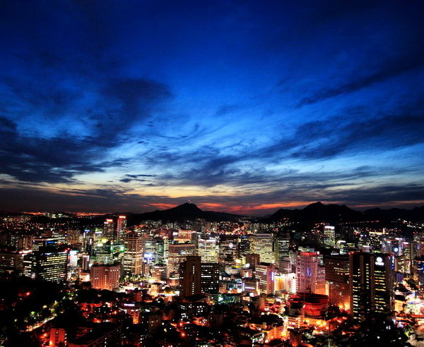 Atemberaubender Blick auf das nächtliche Seoul