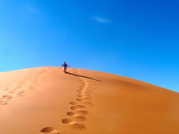 Wanderer auf einer Düne bei Sossusvlei - Eva Machill-Linnenberg