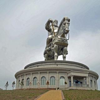 40 m hohes Reiterdenkmal von Dschingis Khan - Raphaela Fritsch