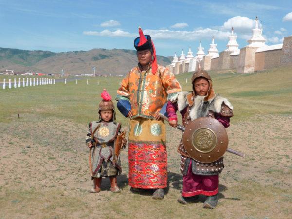 Einheimische in traditioneller Tracht - Dominik Laule
