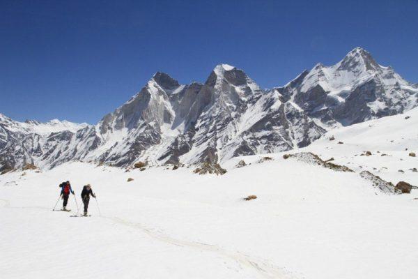 Aufstieg auf dem Kirti-Gletscher mit Blick auf die Baghiratis