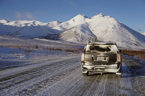 Bei strahlendem Sonnenschein durch den winterlichen Tombstone-Nationalpark