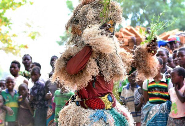 Gule Wamkulu zentralafrikanische Maskentanztradition