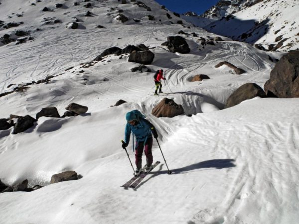 Bis an die Schneegrenze kann man vom Refuge Toubkal abfahren.
