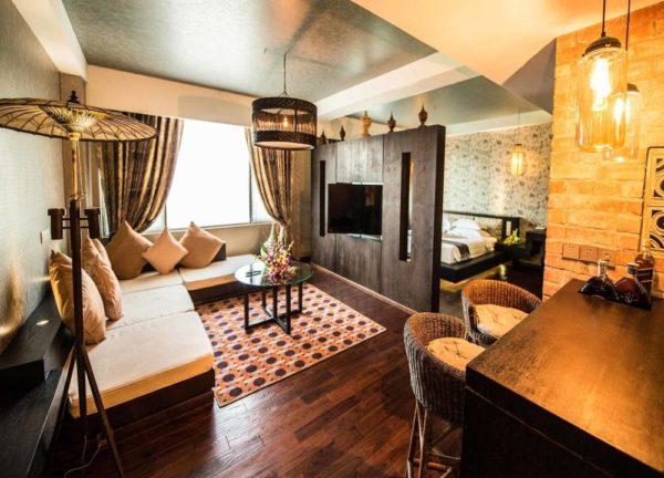 Rose Garden Hotel Suite