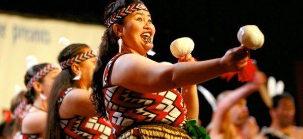 Maori-Frauen beim traditionellen Tanz