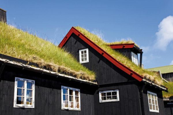 Traditionelles Grassoden-Haus in der Altstadt von Tórshavn - Visit Faroe Island - K. Coole - © Kimberley Coole