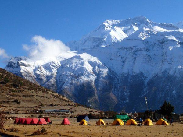 Camp Ngawal mit Blick Annapurna II