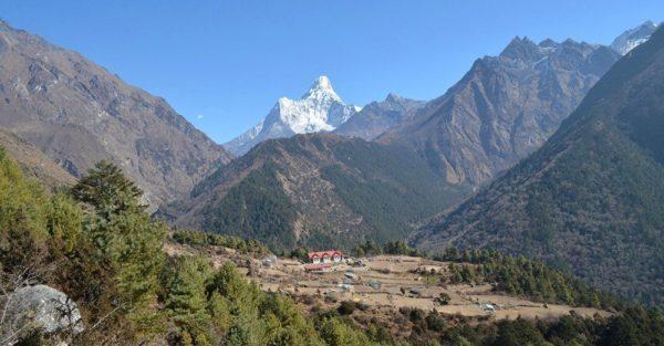Aussicht auf die Everest Summit Lodge in Tashinga