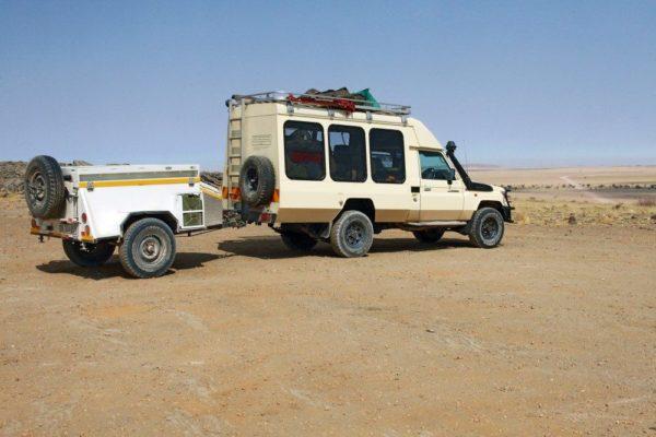 Beispiel für das Reisefahrzeug: Toyota Land Cruiser (10 Sitzer) oder Kleinbus