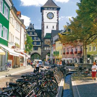 Blick auf das Schwabentor in Freiburg - FWTM/Schoenen