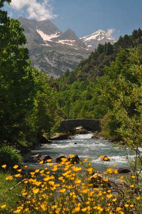 Weg zum Cirque da Gavarnie am Flußlauf der La Prade - Bettina Forst