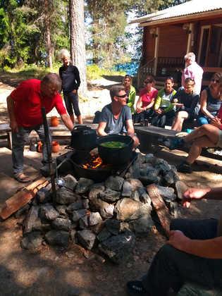 """Zubereitung der """"Kalakeitto"""" – einer traditionelle Fischsuppe - Sarah Mende"""