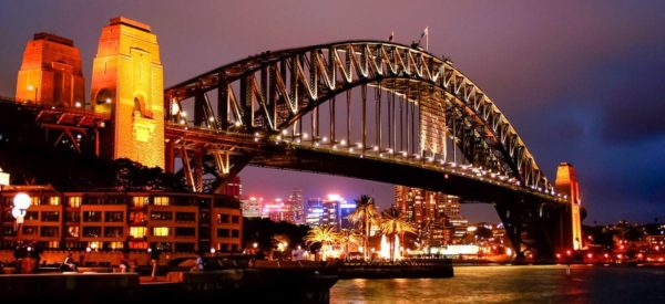 Sydney, Hafenbrücke bei Nacht