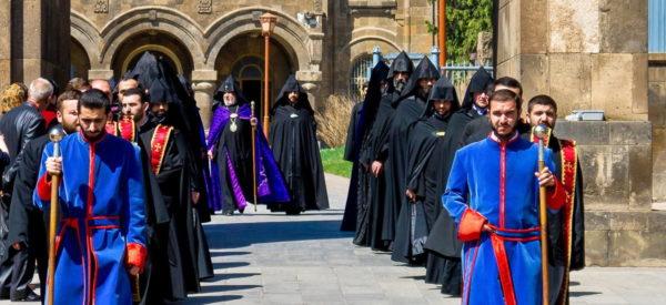 Kirchliche Prozession mit dem Patriarchen