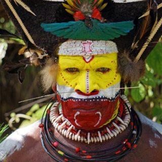 Ein Huli-Stammesmann in voller Bemalung Reise Ein Huli-Stammesmann in voller Bemalung 2020