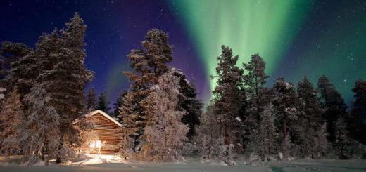 Polarlichter über der nächtlichen Unterkunft - Alexander Frankenhauser