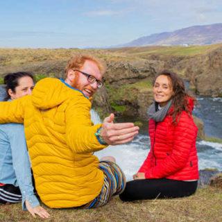 Am Wasserfall Reykjafoss - Michelle Steinkühler