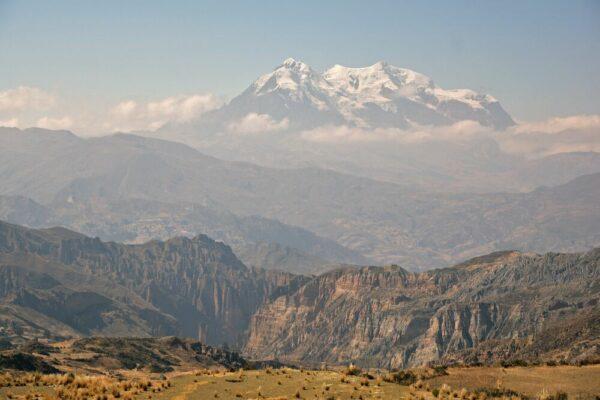 Blick über den Palca Canyon zum Illimani