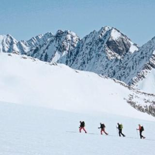 Genießer-Skitouren am Julierpass - kurze Aufstiege & lange Abfahrten Gruppenreise 2020/2021 Alpen