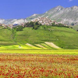 Ausblick auf Castelluccio di Norcia 2021 | Erlebnisrundreisen.de