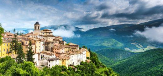 Italien - Kleines Dorf in Umbrien 2021   Erlebnisrundreisen.de