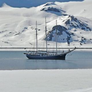 """Ski & Sail Spitzbergen - Alpine Gipfel """"Rembrandt Van Rijn"""" Gruppenreise 2020/2021 Spitzbergen"""