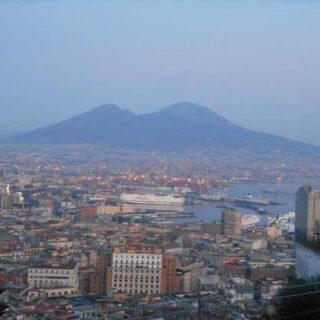 Blick auf Neapel mit Vesuv - Anna Maria Marrone