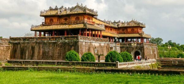 Das Mittagstor der alten Kaiserstadt in Hué