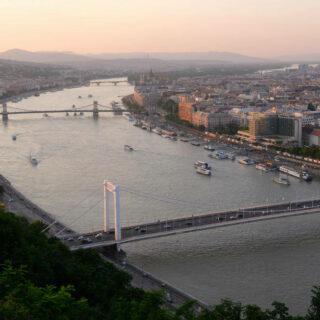 Blick auf Budapest - Darek Wylezol