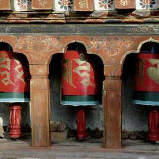 Bhutan deutschsprachig gefuehrte Studienreisen 2021  | Tinta Tours Erlebnisreisen