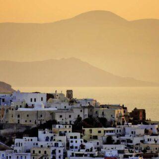 Zwei der schönsten Kykladeninseln erleben: die Vulkaninsel Santorin und Naxos mit wunderschönen Stränden